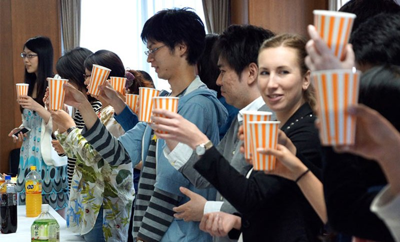 "<span style=""color: #999999;""> A welcome party for new international students at Osaka University</span>"