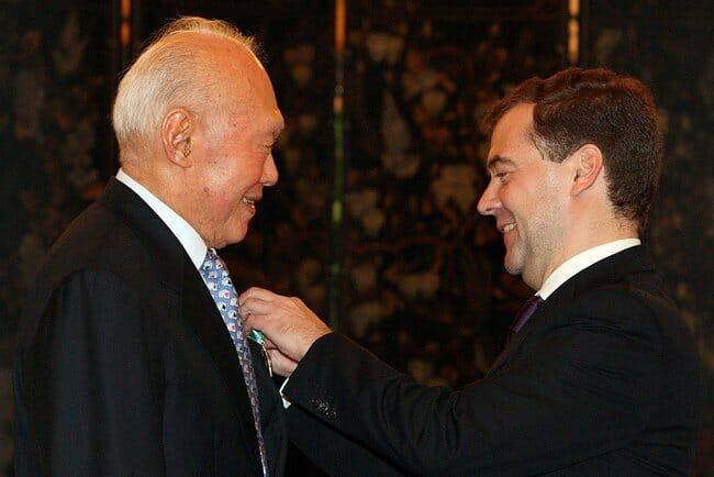 Dmitry_Medvedev_in_Singapore_15-16_November_2009-5