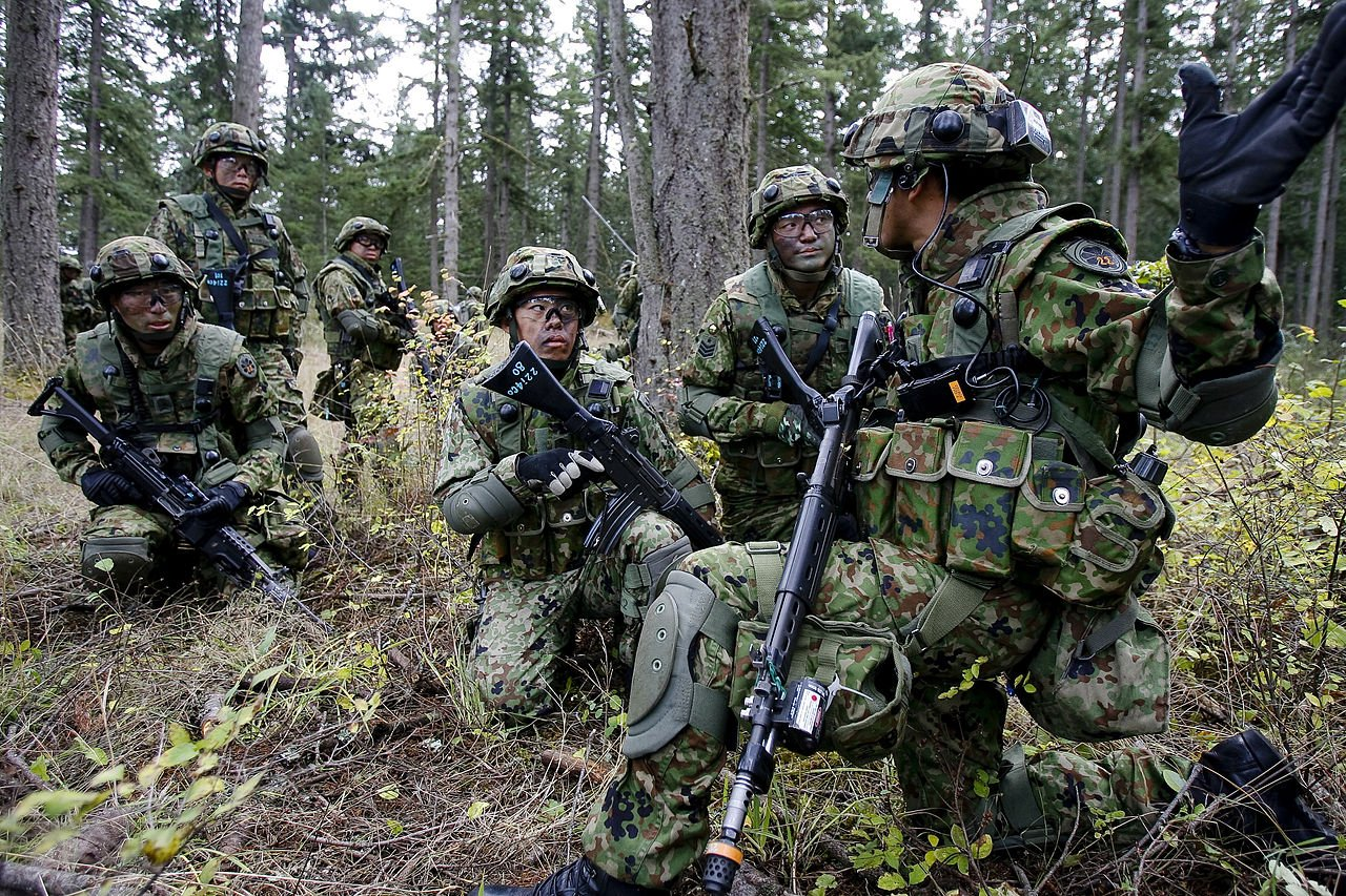 The 22nd Infantry Regiment of the Japan Ground Self-Defense Force train in urban assault with American soldiers